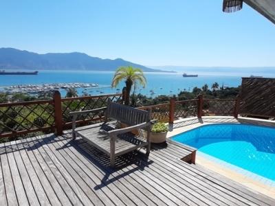 Ilhabela - Praia Santa Tereza - Linda casa com vista para o mar
