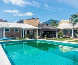 Ilhabela - Praia Pereque - Casa Isolada
