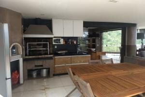 Ilhabela - Condomínio Sobre o Mar - Próximo a Vila